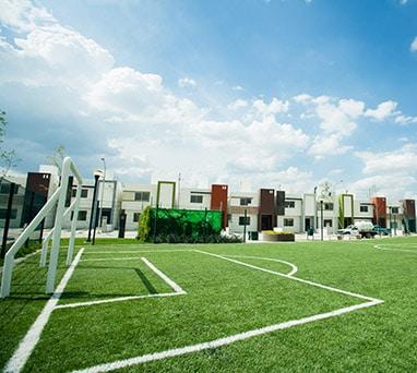 Casas en Saltillo, Coahuila. Real Ankara Residencial. Cancha de fútbol de pasto sintético.